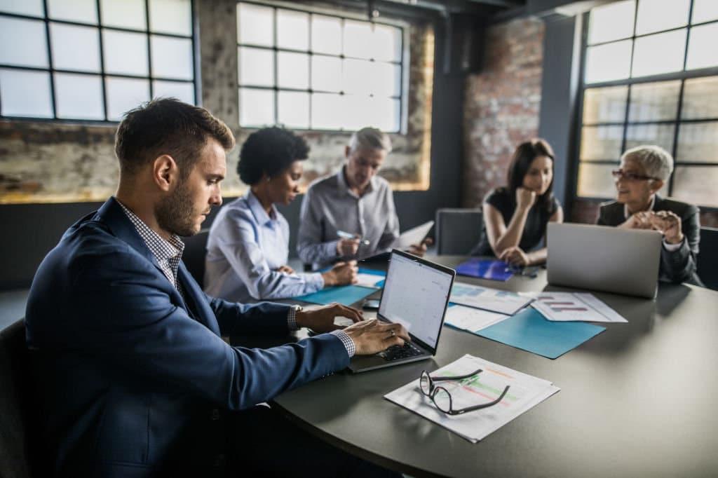 qual o impacto do email no local de trabalho e nos negócios